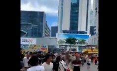 VIDEO E FRIKSHME/ Ndërtesa 70 katëshe fillon papritur të lëkundet, qytetarët vrapojnë të tmerruar