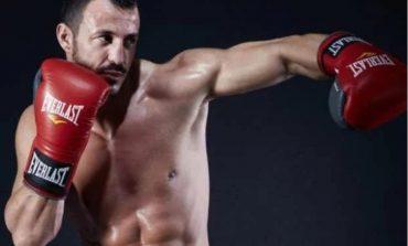 U ARRATIS NGA BURGU/ Ekzekutim mafioz, qëllohet për vdekje boksieri i njohur grek (EMRI)