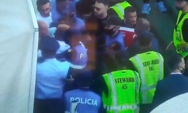 """PLAS NË """"SELMAN STËRMSI""""/ Tërbohen drejtuesit e Kastriotit pas golit të Hoxhallarit. Ndërhyn edhe policia (VIDEO)"""