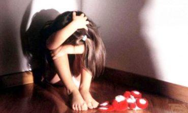 E RËNDË/ Shkoi me të ëmën për të kërkuar ndihmë, hoxha e fut në dhomë dhe përdhunon vajzën