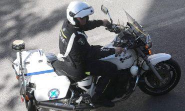 """""""FAR WEST"""" NË MES TË ATHINËS/ Grabitësit shqiptarë sulmojnë policët grekë, më shumë se 20 minuta ndjekje nëpër qytet"""