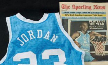 E KISHTE VESHUR NË VITIN 1982/ Në SHBA shitet fanella e Michael Jordan me shifrën rekord prej…