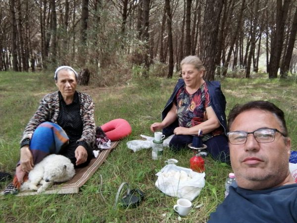 DALIN PAMJET/ Tragjedia me helmimin nga kërpudhat, i jepet lamtumira e fundit tre anëtarëve të familjes Haliti