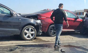 """PAMJET/ Aksident masiv në """"Tiranë-Durrës"""", makinat luksoze bën """"copë-copë"""" njëra pas tjetrës"""