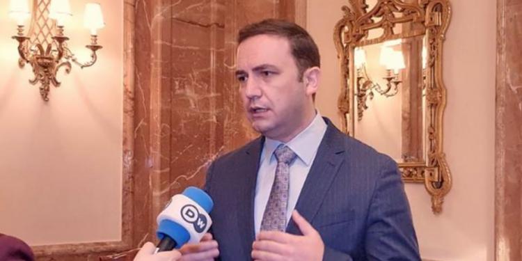 """""""NON PAPERS""""/ Osmani: BE të duhet nisë bisedimet me RMV e Shqipërinë për të eliminuar këto manovra"""