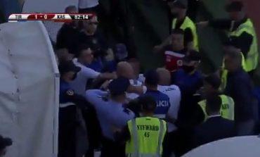 """E FUNDIT/ Sherri në stadiumin """"Selman Stërmasi"""", policia shoqëron 6 persona. Shumica janë…"""