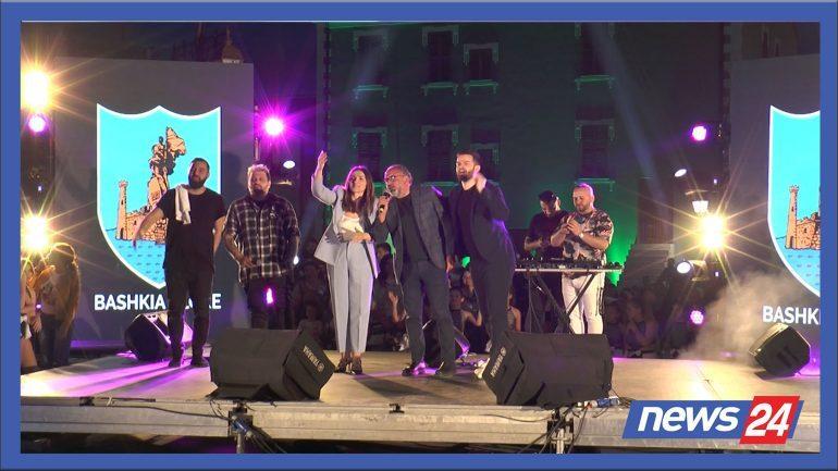 """""""EJA NË VLORË""""/ Çelet zyrtarisht sezoni turistik, festë me muzikë e fishekzjarrë (VIDEO)"""