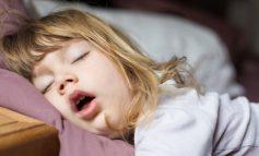 DONI TË RRISNI FËMIJË INTELIGJENTË? Atëherë ka një orar të caktuar gjumi