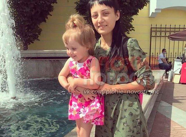 """""""MAMI KAM FRIKË…""""/ Nëna var vajzën nga ballkoni si ndëshkim, 3 vjecarja bie e ndërron jetë (VIDEO)"""