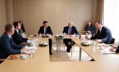 PËRFUNDON TAKIMI KURTI-VUÇIÇ/ Presidenti serb ngre akuza: Na provokuan...
