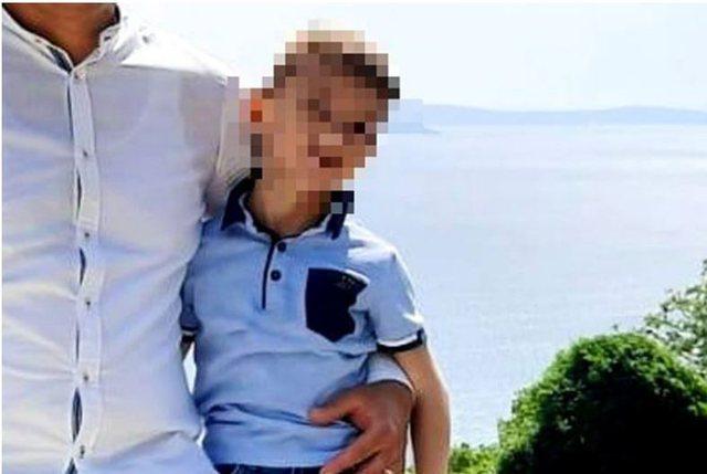 E RËNDË/ Babai lë fëmijën në makinë dhe ikën në punë, 5-vjeçari vdes nga asfiksia