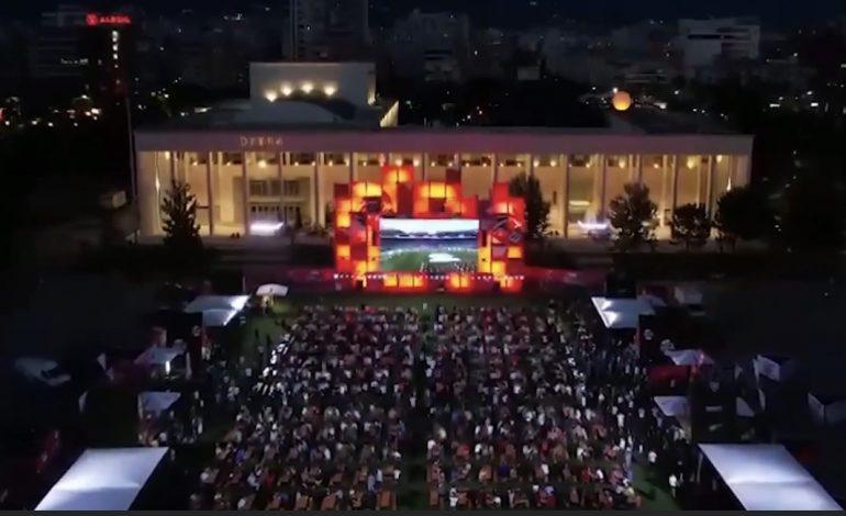 """""""EURO 2020""""/ Rama publikon pamjet nga """"Tirana Fan Zone"""""""