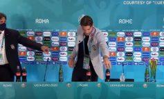 ÇFARË PO NDODH ME LOJTARËT? Pas Ronaldos, edhe Locatelli i Italisë i jep goditje Coca-Colas (VIDEO)