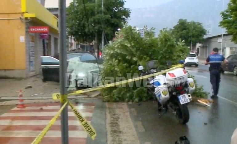 DALIN PAMJET/ Makina humb kontrollin, merr para 30-vjeçaren dhe përplaset me pemën në Tiranë