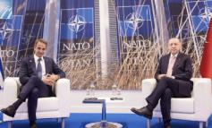 """SAMITI I NATO-s/ """"Thyhet"""" akulli, Erdogan një orë takim me Mitsotakis"""
