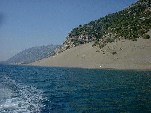 TRAGJIKE NË VELIPOJË/ Mbytet në plazh 40-vjeçari nga Kosova