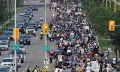SULMI NË FAMILJEN MYSLIMANE/ Kanadezët marshojnë kundër islamofobisë