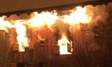 E FUNDIT/ Zjarr në një magazinë me lëndë drusore në Bradashesh të Elbasanit