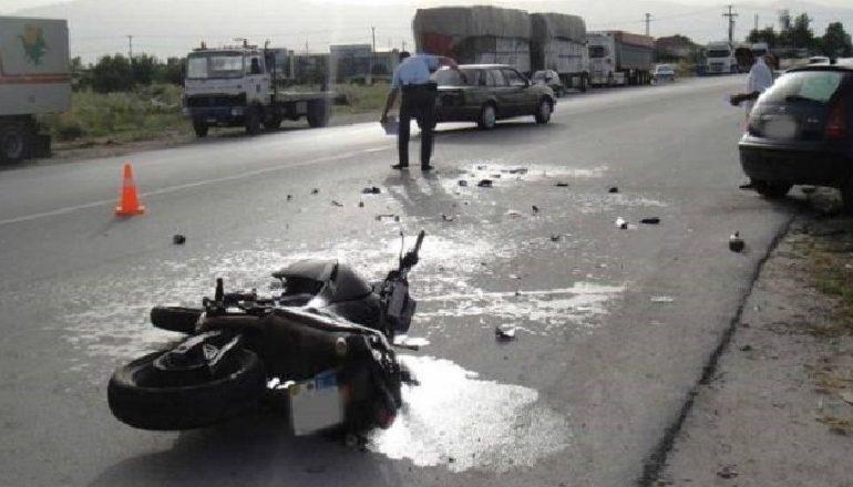 AKSIDENT TRAGJIK NË KAMËZ/ I riu përplas për vdekje 30-vjeçarin që po udhëtonte me motorr