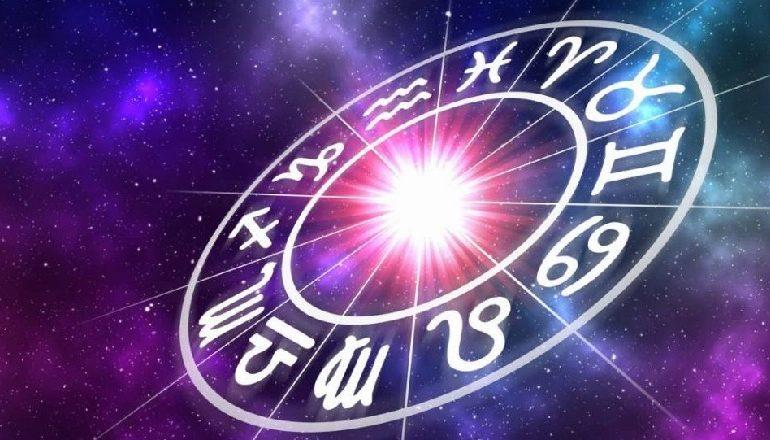 HOROSKOPI 22 KORRIK/ Ju jeni i zhytur në tokë për shkak të Hënës, çfarë thonë yjet për ju sot
