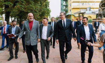 RAMA MBËRRIN NË SHKUP/ I shoqëruar nga Vuçiç dhe Zaev. Kryeministri i Maqedonisë: Ballkani është shtëpia jonë...