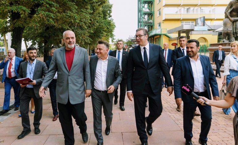 RAMA MBËRRIN NË SHKUP/ I shoqëruar nga Vuçiç dhe Zaev. Kryeministri i Maqedonisë: Ballkani është shtëpia jonë…