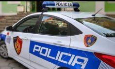 """""""TA BËJ UNË KREVATIN PËR FËMIJËN...""""/ """"Mobilieri"""" mashtron policin brenda në komisariat"""