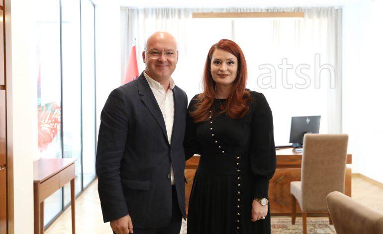 ZYRTARE/ Armela Krasniqi merr detyrën e re në krye të Autoritetit të Mediave Audiovizive