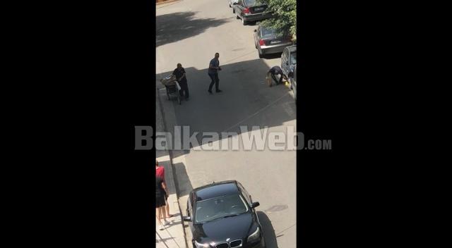 DEL TJETËR VIDEO/ Momenti kur Forcat Speciale gjejnë DROGËN e fshehur në KUTI PICASH poshtë një…