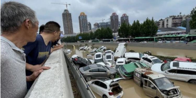 PAMJET DRAMATIKE/ 33 viktima dhe 8 të humbur nga përmbytjet në Kinë
