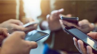 AKEP MIRATON DOKUMENTIN/ Tarifat celulare me shumicë ulen me 32% deri në 2024