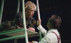 """""""TË EDUKOSH RITËN""""/ Pasion, erotikë e thyerje, shfaqja e Teatrit Shëtitës te Akademia e Arteve"""