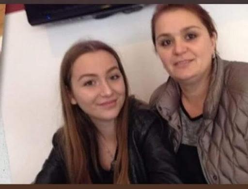 E TRISHTË/ Ndërruan jetë në aksidentin tragjik, nënë e bijë përcillen në banesën e fundit në…