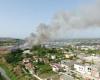 PREJ TRE DITËSH TYM E FLAKË/ Vazhdon zjarri në gadishullin e Karaburunit. Digjen…
