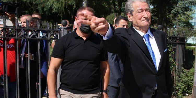 """ZHDUKET """"QYTETARI DIXHITAL""""/ Pas përjashtimit nga PD, Berisha harron denoncimet. Mbledh forcat kundër BASHËS"""