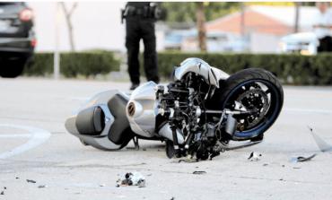 TRAGJIKE/ Makina përplas për vdekje 20-vjeçarin shqiptar që po udhëtonte me motor