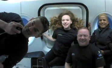 """""""HAPSIRA ËSHTË E TË GJITHËVE""""/ Pas tre ditësh në hapësirë, 4 """"turistët"""" mbërrijnë në Tokë"""