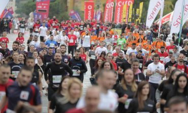 """PUBLIKOHEN PAMJET/ Momenti kur 2500 vrapues nisin maratonën nga sheshi """"Skënderbej"""" (VIDEO)"""